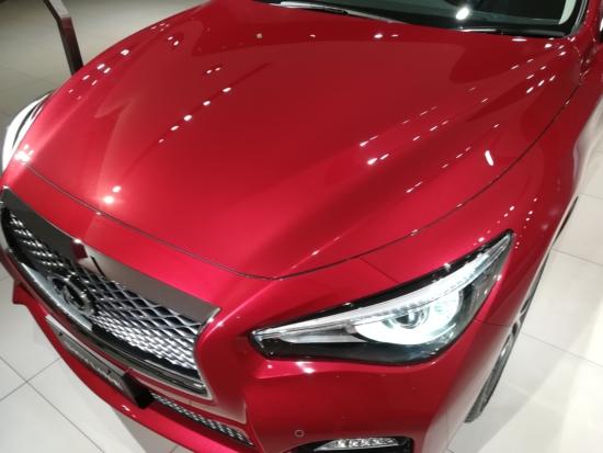HUAWEI nova liteで赤い車撮影
