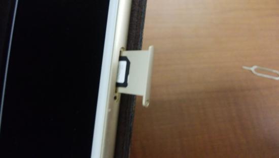 iPhoneにSIMカード挿入2