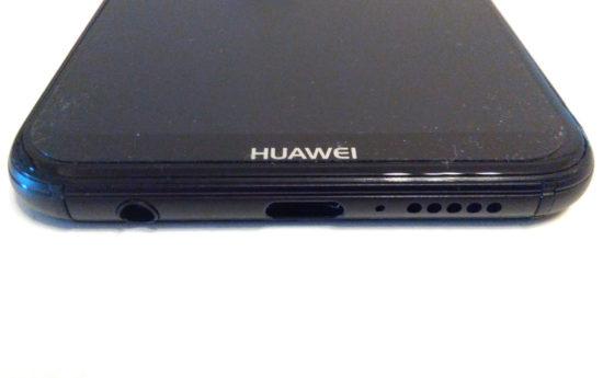 HUAWEI P20 liteの前面下部