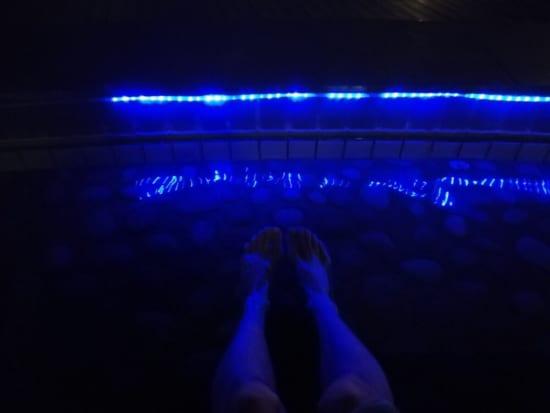 万葉倶楽部屋上の足湯2