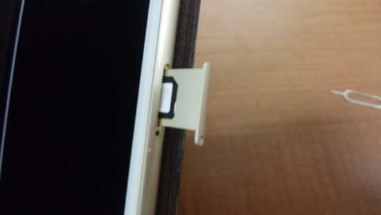 iPhoneのSIMカード入れ替え2