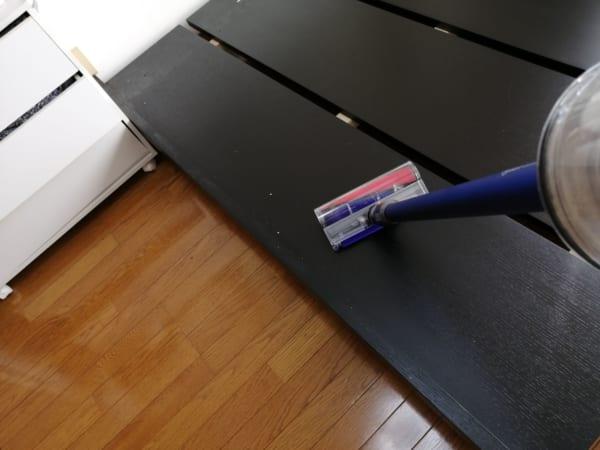 ベッドフレームを掃除