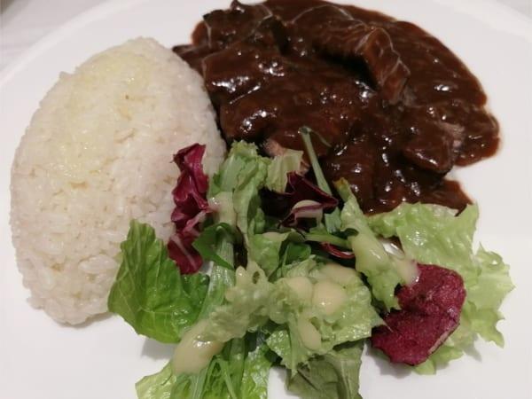 赤ワインと香味野菜でじっくり煮込んだハッシュドビーフ
